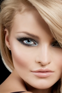 Make-up tip: cheekbones glow, eyes pop!