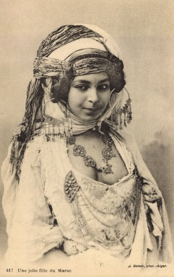 Fabulous Friday – Algerian Woman